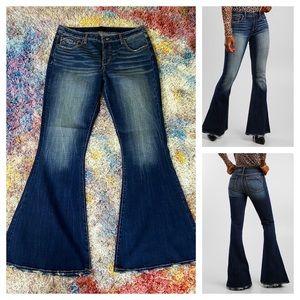NWOT Buckle Black super flare jeans